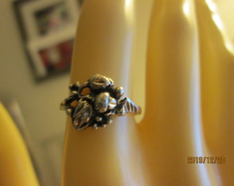 Vintage 925 Sterling Silver Leave & Flower Buds Designed Ring Size 5, Weight 1.7 Grams, Hallmarked Sterling