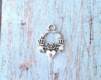 8 Small Claddagh charms (1 sided) antique silver tone - silver claddagh pendants, friendship pendants, fáinne Chladaigh, Irish charms, RR15