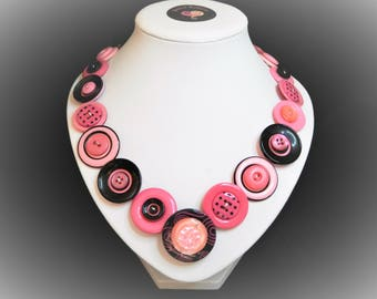 Button necklace - Hot Pink//beautiful buttons/gifts for her/button jewelry/Christmas gift/Mothers day/birthday present/OOAK