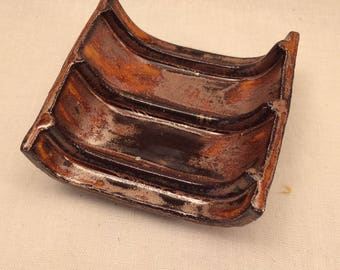 Soap dish with ridges - copper effect