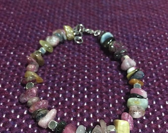 Tourmaline chips and silver beaded bracelet. 7 inch