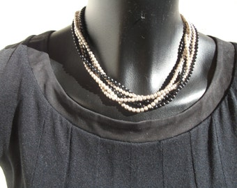 necklace of small Pearls Pearl Grey and black onyx.