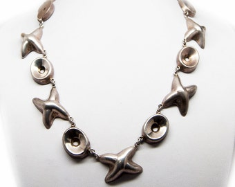 Vintage Native American necklace made of sterling silver