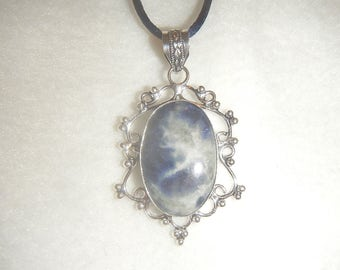 Blue Sodalite pendant necklace (P595)