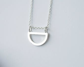 1/2 round pendant, semi circle necklace in sterling silver 925, minimalist jewelery, geometric jewel, delicate, fine
