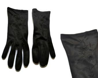 Vintage Black Gloves with Embroidery Detail // Floral Gloves // Size 7