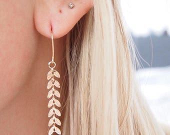 Thin, dangling earrings, traversing, long gold plated leaves / gold plated earrings