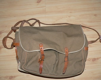 vintage 1960s hunting bag, messenger bag