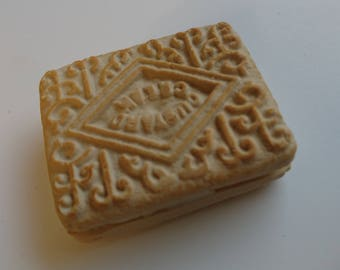 Custard Cream (reproduction) Polymer Clay Fridge Magnet or Keyring