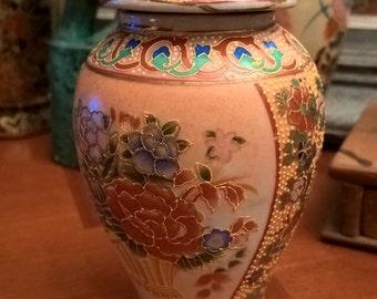 Vase vintage Chinese urn-shaped