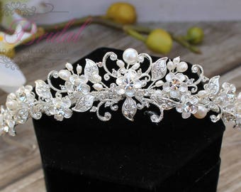 FAST Shipping!!! Swarovski Tiara with Pearls,  CristalTiara, Wedding Tiara, Crown, Princess Tiara, Quinceañera, Cristal Headpiece