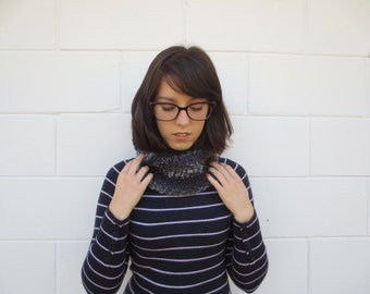 SALE - knit scarf - knit cowl - black and white cowl scarf - knit circle scarf - knit neckwarmer