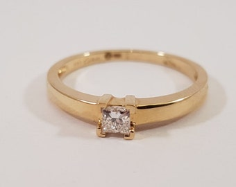 Handmade gold engagement ring with diamond brilliant cut. Classic dutch design by Cober.