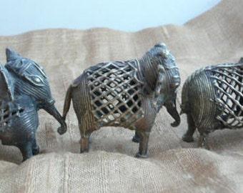 New! Vintage Elefants Family from Nepal.Set of Three bronze elefant figurines.