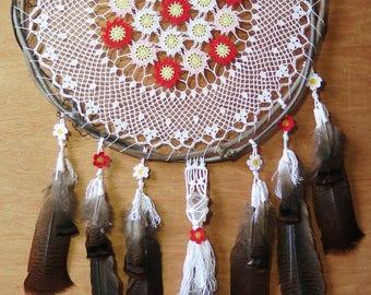 Handmade Crochet and macrame Dreamcatcher with natural feathers - Attrape rêve crochet et macrame fait main avec plumes naturelles