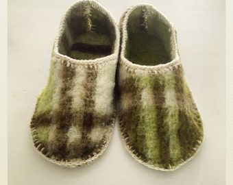 Slippers from wool