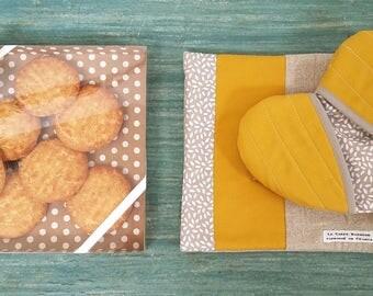 box heart - trivet Potholder - mustard - Potholder mitts