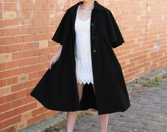 Vintage 1970s Black CASA SESENA CAPE Coat / 1970s Black Coat / 70s Cape / Button Front / Casa Sesena 1970s Coat / S/M/L