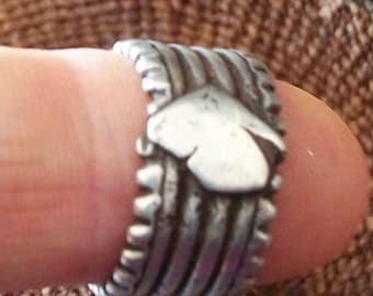 OLD SILVER TRIBAL ring, bague ethniques. Antique silver ring, Harrar in Ethiopia African ethnic. a Boho tribal piece of jewellery.