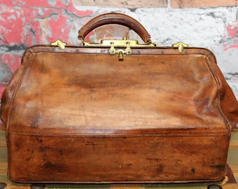 Vintage Leather Doctor Bag Cow Hide, Whiskey Brown Leather Doctors Bag, Medical Bag, Apothecary Bag, Old Medical Bag, Antique Doctor Bag