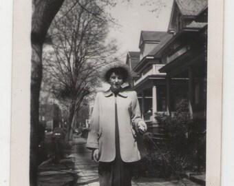vintage photograph, found photo, vernacular photo, paper ephemera, snapshot, photography, black and white photo, old photo_286