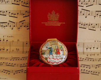 Halcyon days 1985 Christmas enamel pill or jewel  box in original box, excellent condition.