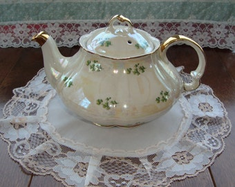 Vintage Shamrock Teapot - Shamrocks on Pearled Body with Gold Trim