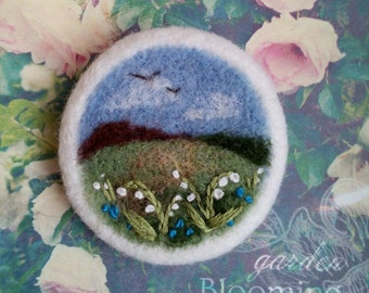 "Валяная брошь ""Ландыши"". Войлочная брошь. Needle felted brooch ""Lilies of the valley"".Felted landscapes.Wool felt brooch. Wildflowers"