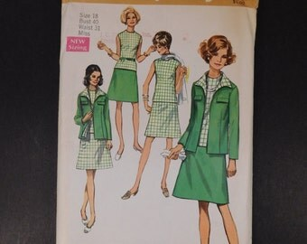 Vintage 1970s Suit Pattern with Blouse Size 18  Bust 40, Simplicity 8696