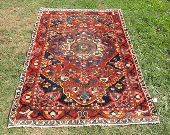 Amazing Persian area rug with great details and color combination. Persian Rugs, Persian area rugs, Esfahan rugs