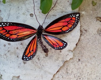 Monarch butterfly in wire and paper