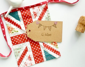 Kraft Place Card / Wedding Luggage Tag Place Card / Rustic Vintage Place Card / Bunting Themed Wedding / Bunting Place Card / Glitter Hearts