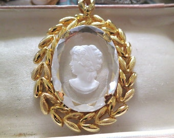 Beautiful vintage goldtone intaglo reverse carved cameo pendant