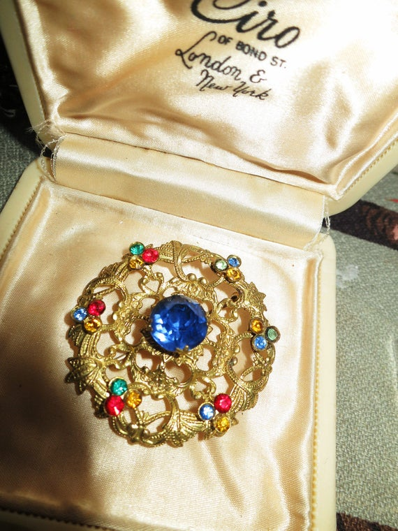 Beautiful Vintage Art Deco Czech brooch with blue rhinestones in filigree gold metal