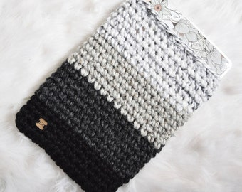 Ombré Laptop Sleeve - Gradient Grey Marble Knit Laptop Cozy - Chunky Knitted Crochet Black, Grey, White Macbook Air/Pro Case