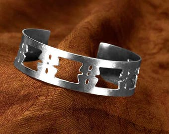 Women's silver bracelet, accessorise with this stylish unique statement bracelet, Hallmarked by the Goldsmith Company London Assay office.