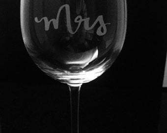 Future Mrs wine glass ~ Engagement wine glass ~ Etched bridal shower wine glass ~ Engagement gift ~ Custom etched wine glass