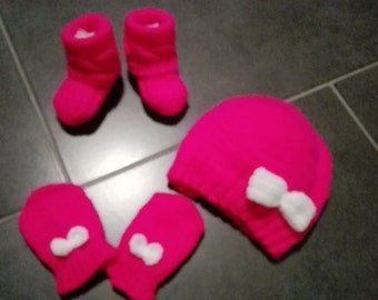 Hat, mittens and booties 3/6 months from girls Fuchsia duochrome shimmer