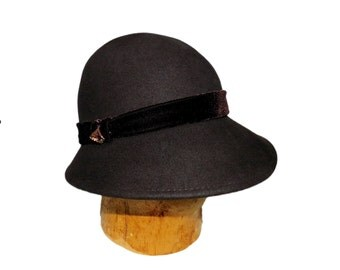 NINE WEST 1920's Style Dark Brown Chocolate Wool and Velvet Cloche Hat