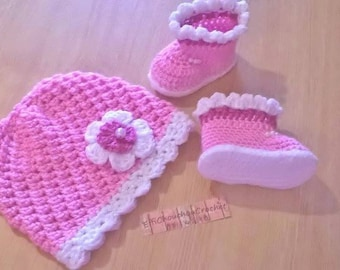 Bonnet and booties to knitting for baby
