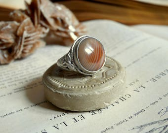 Ethnic silver and brown agata ring
