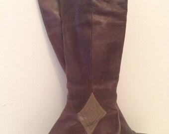 Vintage Authentic Salvatore Ferragamo | Brown & Green Leather Heeled Boots | Sz 7