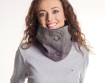 Infinity scarf, grey scarf with two buttons, woman cowl, chunky scarf, woman gift ideas, fleece scarf, neck warmer, accessory