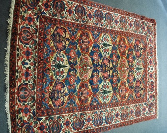 Authentic Persian rug from tribe Bakhtiar 1980s size 218 x 152.