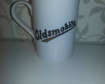 Handpainted Mug with OLDSMOBILE-logo 10,5 cm high