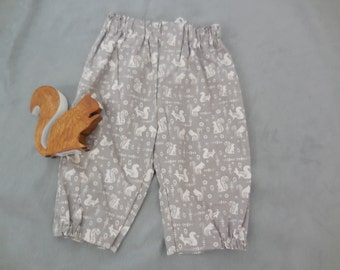 squirrel print pants, 3/4 length