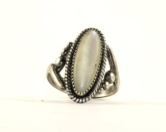 Vintage Oval Shape Mother Of Pearl Cable Rope Frame Ring 925 Sterling Silver RG 1173