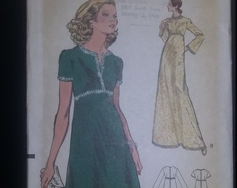 Very Easy Vogue Pattern 8679 uncut