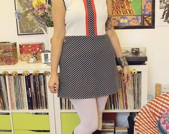Vintage 60s mod geometric crimplene mini dress M