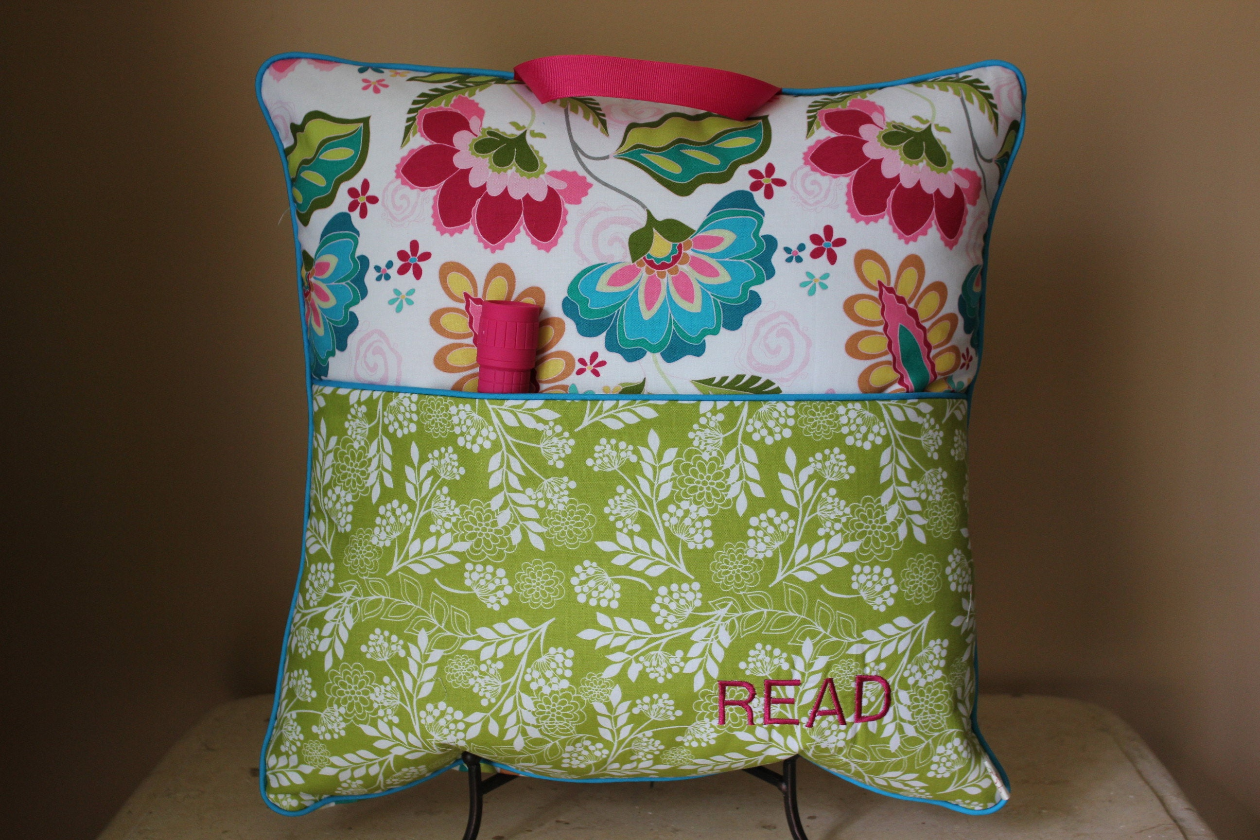 flowertravel reading pillow with flashlight camp